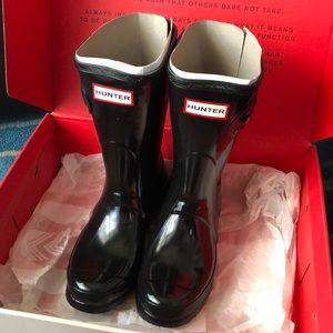 HUNTER Black Short Gloss Boots NEW IN BOX